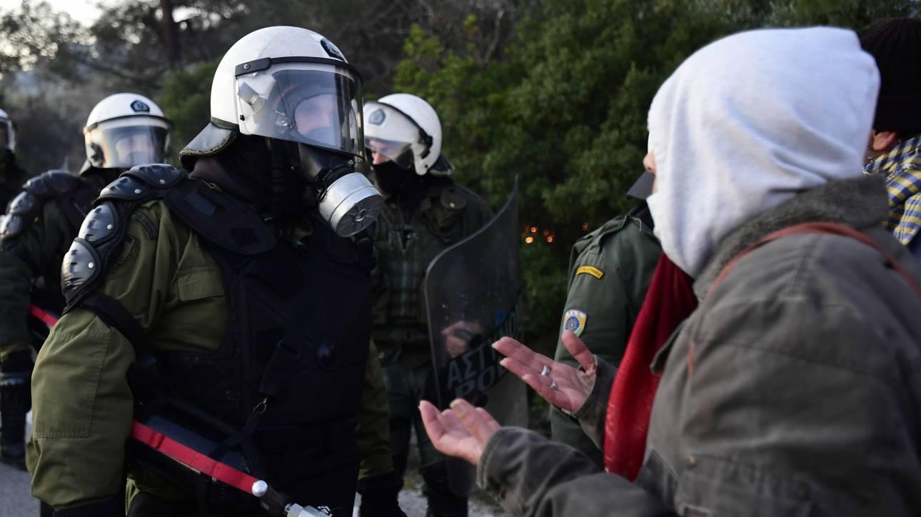 Χίος: Επτά συλλήψεις για την επίθεση κατά αστυνομικών σε ξενοδοχείο