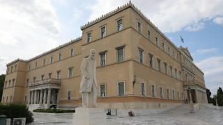 Κοροναϊός: Πληροφορίες για δύο ύποπτες περιπτώσεις στη Βουλή