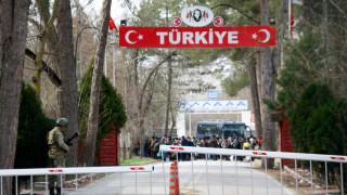 Σε κόκκινο συναγερμό η αστυνομία στον Έβρο - Έκλεισε το τελωνείο στις Καστανιές
