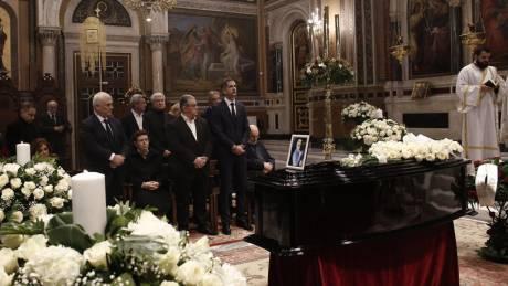 Κώστας Βουτσάς: Συγκίνηση και πλήθος κόσμου στο «τελευταίο αντίο»