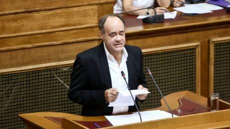 Χίος: Βουλευτής του ΣΥΡΙΖΑ καταγγέλλει «απρόκλητη σε βάρος του επίθεση» από άνδρες των ΜΑΤ