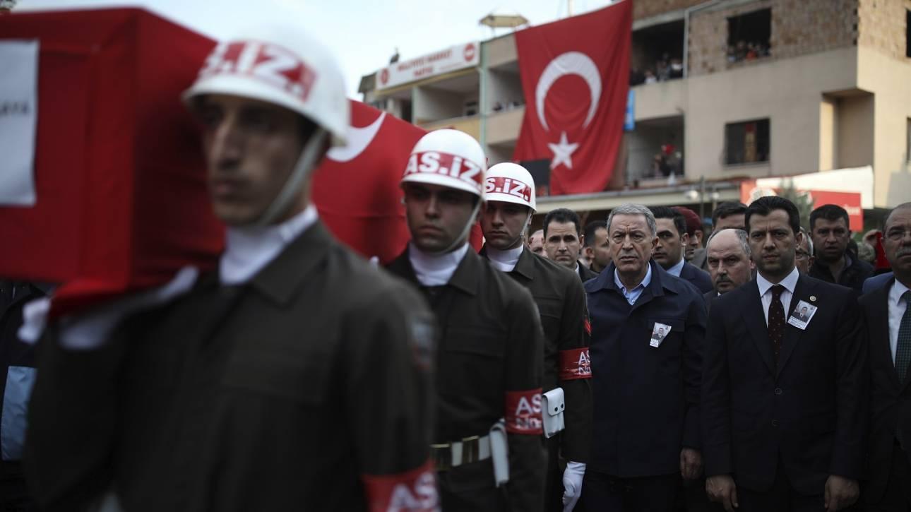 Συρία: Νέες επιθέσεις της Τουρκίας ως αντίποινα για τους νεκρούς στρατιώτες