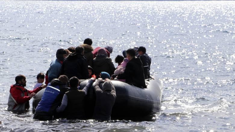 Εκατοντάδες πρόσφυγες και μετανάστες έφτασαν στη Μυτιλήνη - Σε εξέλιξη νέες επιχειρήσεις