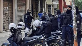 Ολοκληρώθηκε η αστυνομική επιχείρηση σε υπό κατάληψη κτήριο στα Εξάρχεια