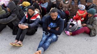 Μυτιλήνη: Σε υπαίθριο καταυλισμό προσφύγων μετατρέπεται το λιμάνι