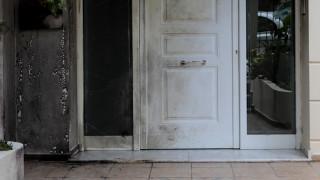 Χαλάνδρι: Επίθεση με γκαζάκια σε είσοδο πολυκατοικίας