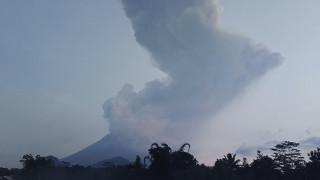 Ινδονησία: «Βρυχάται» το ηφαίστειο Μεράπι – Μεγάλα προβλήματα στις πτήσεις