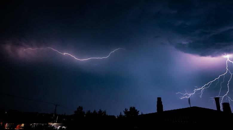 Καιρός: Επιδεινώνεται από το βράδυ της Τρίτης - Πού θα «χτυπήσουν» καταιγίδες