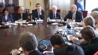 Προσφυγικό: Τους πρέσβεις των κρατών μελών της ΕΕ ενημέρωσε ο Δένδιας