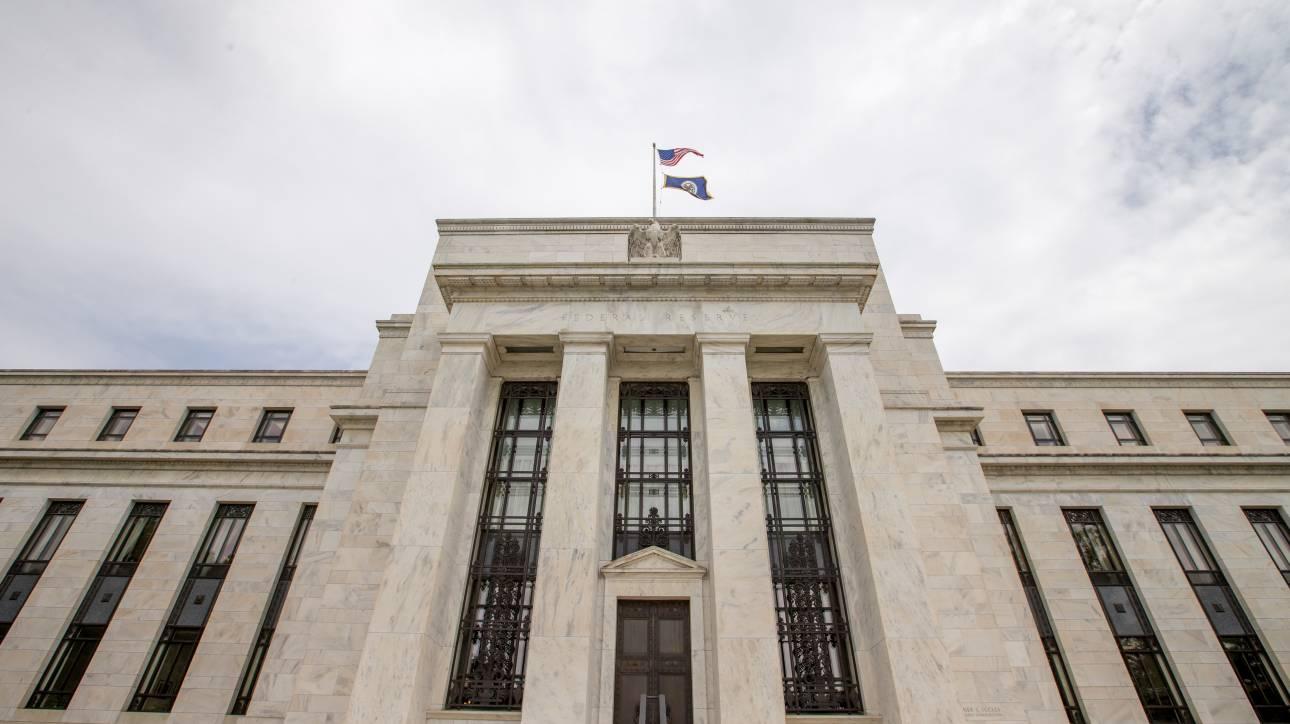 Η Fed μείωσε εκτάκτως κατά 0,50% τα επιτόκια της εν μέσω ανησυχιών για τον κορωνοϊό