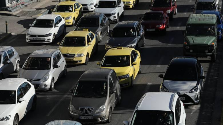 Κυκλοφοριακό χάος στην Αθηνών-Λαμίας - Ουρές χιλιομέτρων