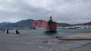 Το CNN Greece στη Μυτιλήνη: Έφτασε το αρματαγωγό που θα παραλάβει τους νεοαφιχθέντες πρόσφυγες