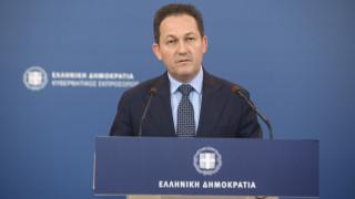 Πέτσας: Εξετάζονται δύο περιοχές για το κλειστό κέντρο κοντά στην Αθήνα