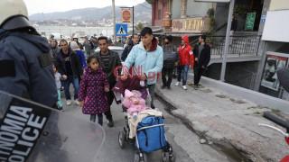 Μικροένταση στη Μυτιλήνη: Αστυνομικές δυνάμεις απωθούν πρόσφυγες και μετανάστες