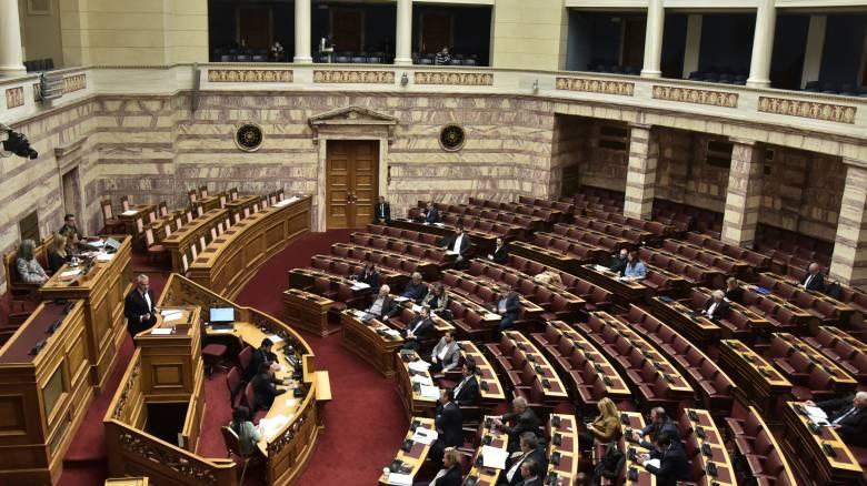 Στα επτά από τρία χρόνια η απόκτηση ελληνικής ιθαγένειας