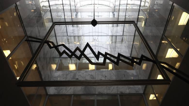«Έκαναν φτερά» 2,6 δισ. από το ελληνικό χρηματιστήριο - «Βουτιά» και στις ευρωαγορές