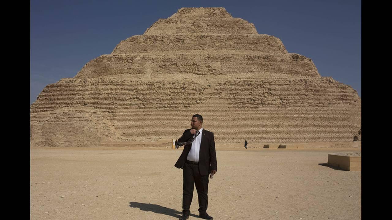 https://cdn.cnngreece.gr/media/news/2020/03/05/210158/photos/snapshot/Pyramid-of-Djoser-3.jpg