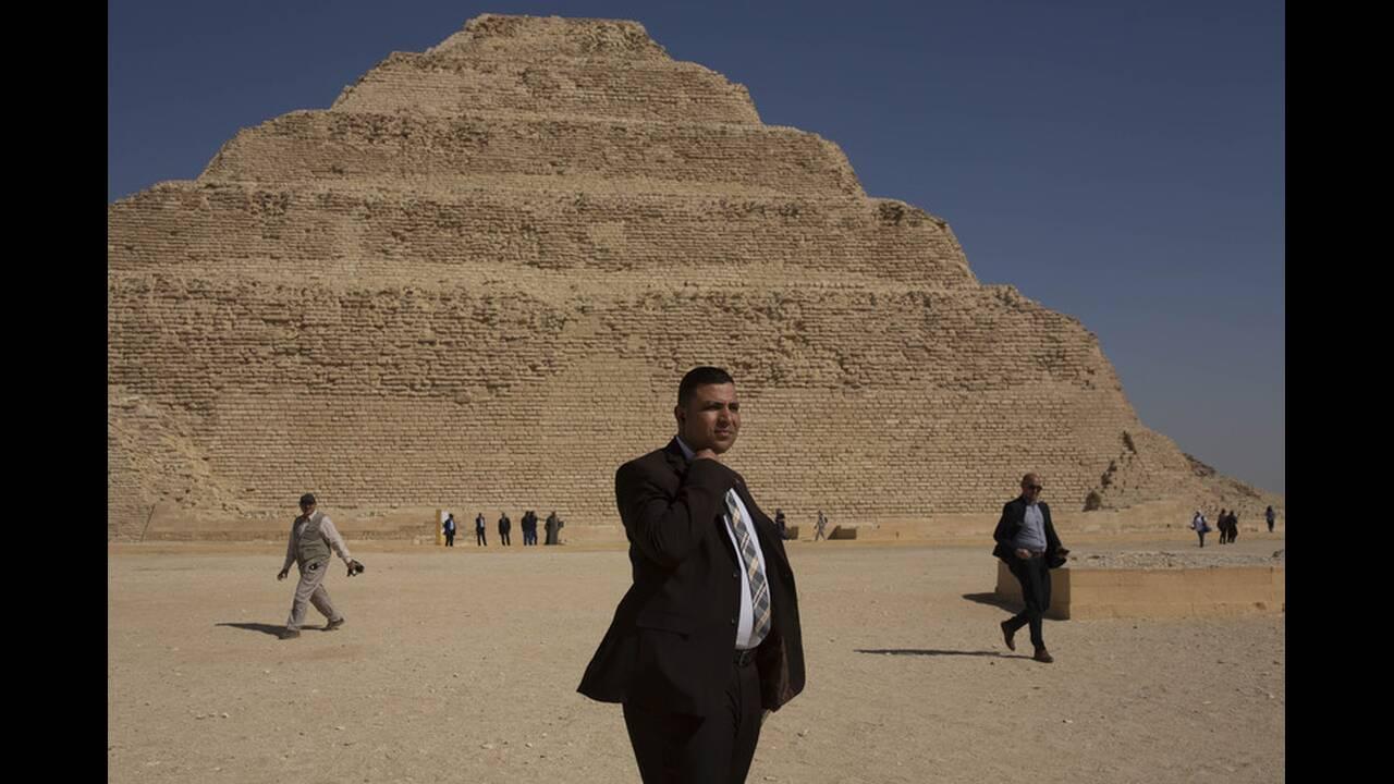 https://cdn.cnngreece.gr/media/news/2020/03/05/210158/photos/snapshot/Pyramid-of-Djoser-4.jpg