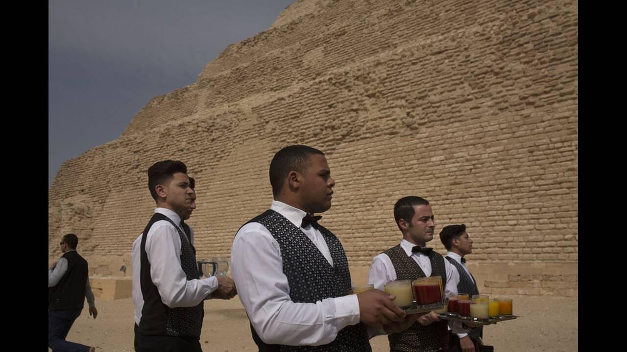 https://cdn.cnngreece.gr/media/news/2020/03/05/210158/photos/snapshot/Pyramid-of-Djoser-7.jpg