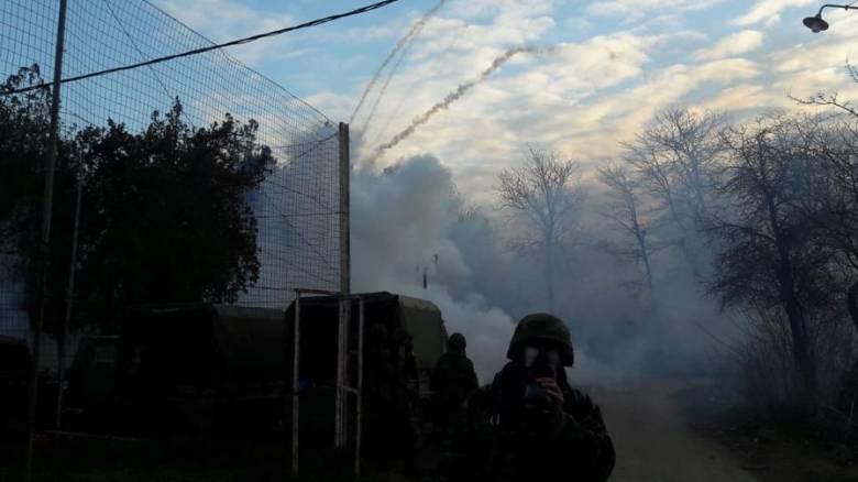 Φωτογραφίες – ντοκουμέντο: Αυτά είναι τα χημικά που πετούν στις ελληνικές Αρχές από την Τουρκία
