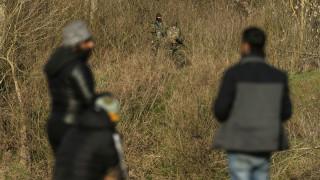 Βίντεο-ντοκουμέντο: Τούρκοι στρατιωτικοί ξυλοκοπούν μετανάστες που φεύγουν από τα σύνορα