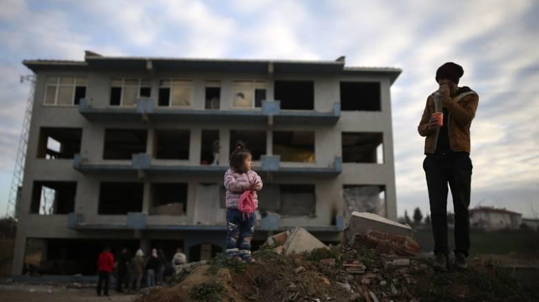 «Ο Ερντογάν μας χρησιμοποιεί για να πιέσει την ΕΕ»: Τι λένε οι πρόσφυγες στην Αδριανούπολη