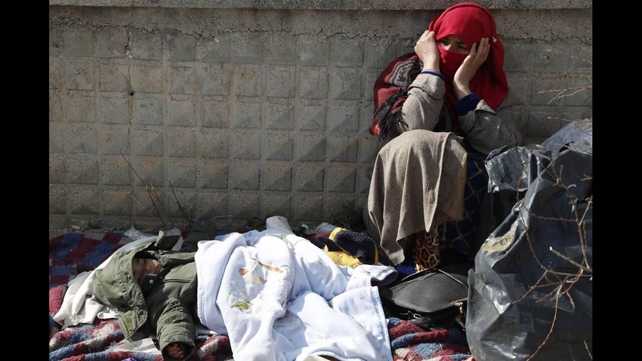 https://cdn.cnngreece.gr/media/news/2020/03/06/210298/photos/snapshot/refugees-edirne-1.jpg