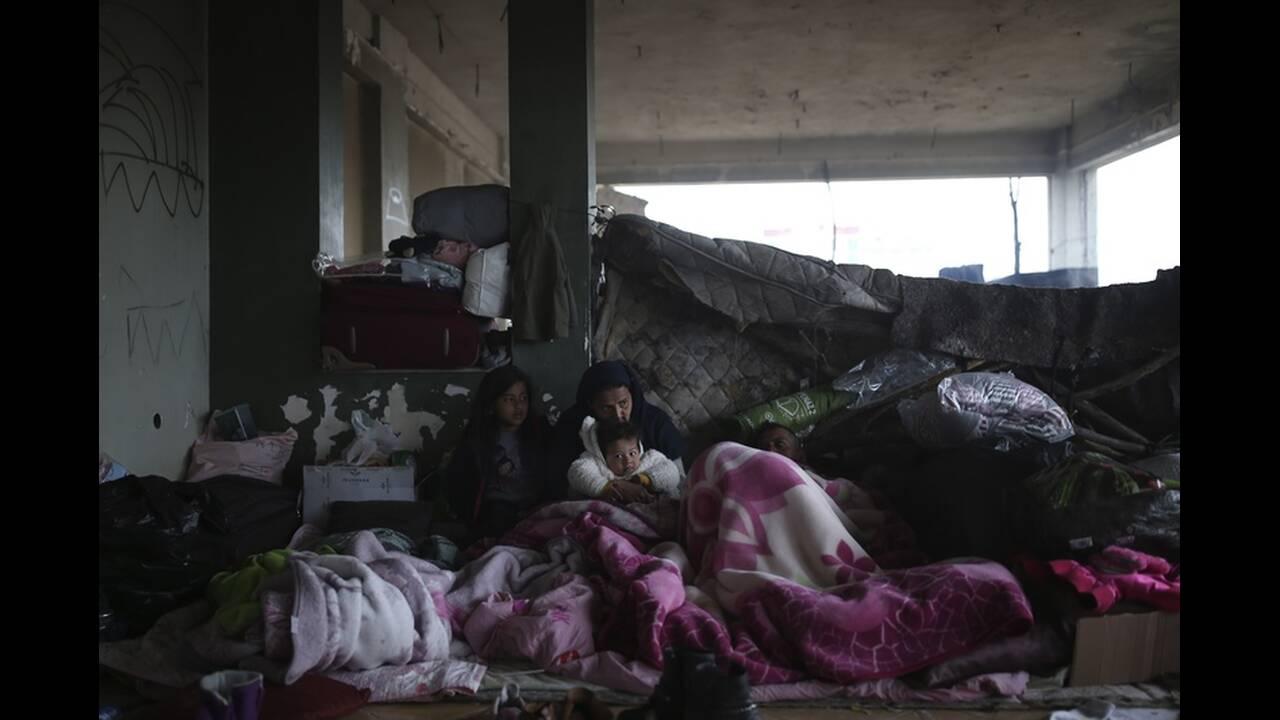 https://cdn.cnngreece.gr/media/news/2020/03/06/210298/photos/snapshot/refugees-edirne-10.jpg