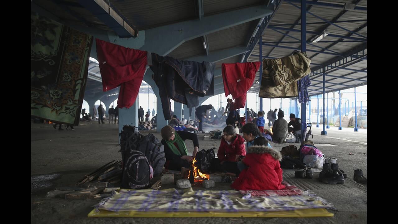 https://cdn.cnngreece.gr/media/news/2020/03/06/210298/photos/snapshot/refugees-edirne-4.jpg