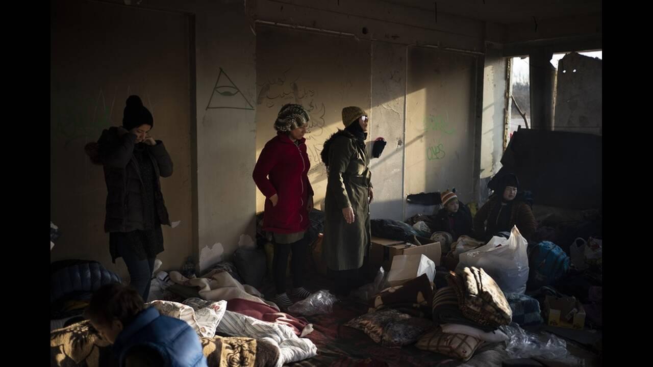 https://cdn.cnngreece.gr/media/news/2020/03/06/210298/photos/snapshot/refugees-edirne-8.jpg