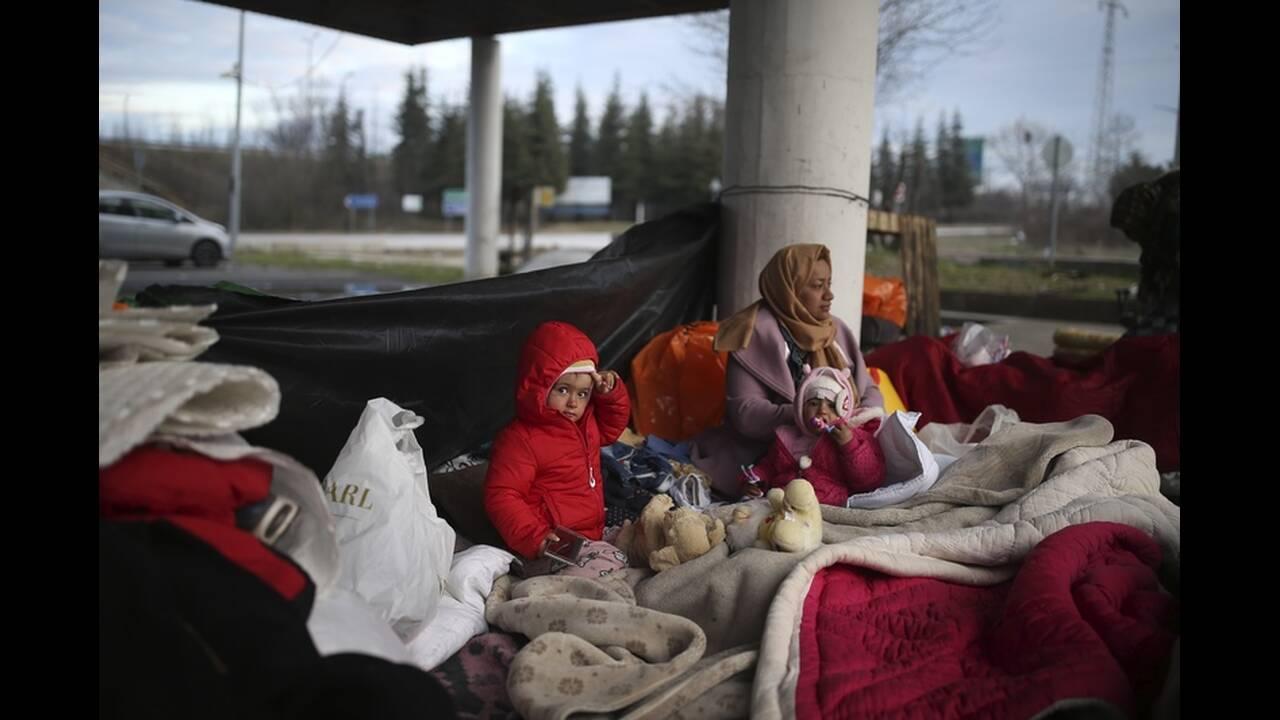 https://cdn.cnngreece.gr/media/news/2020/03/06/210298/photos/snapshot/refugees-edirne-9.jpg