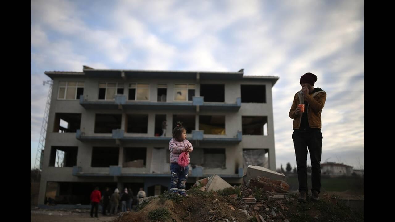 https://cdn.cnngreece.gr/media/news/2020/03/06/210303/photos/snapshot/refugees-edirne-11.jpg