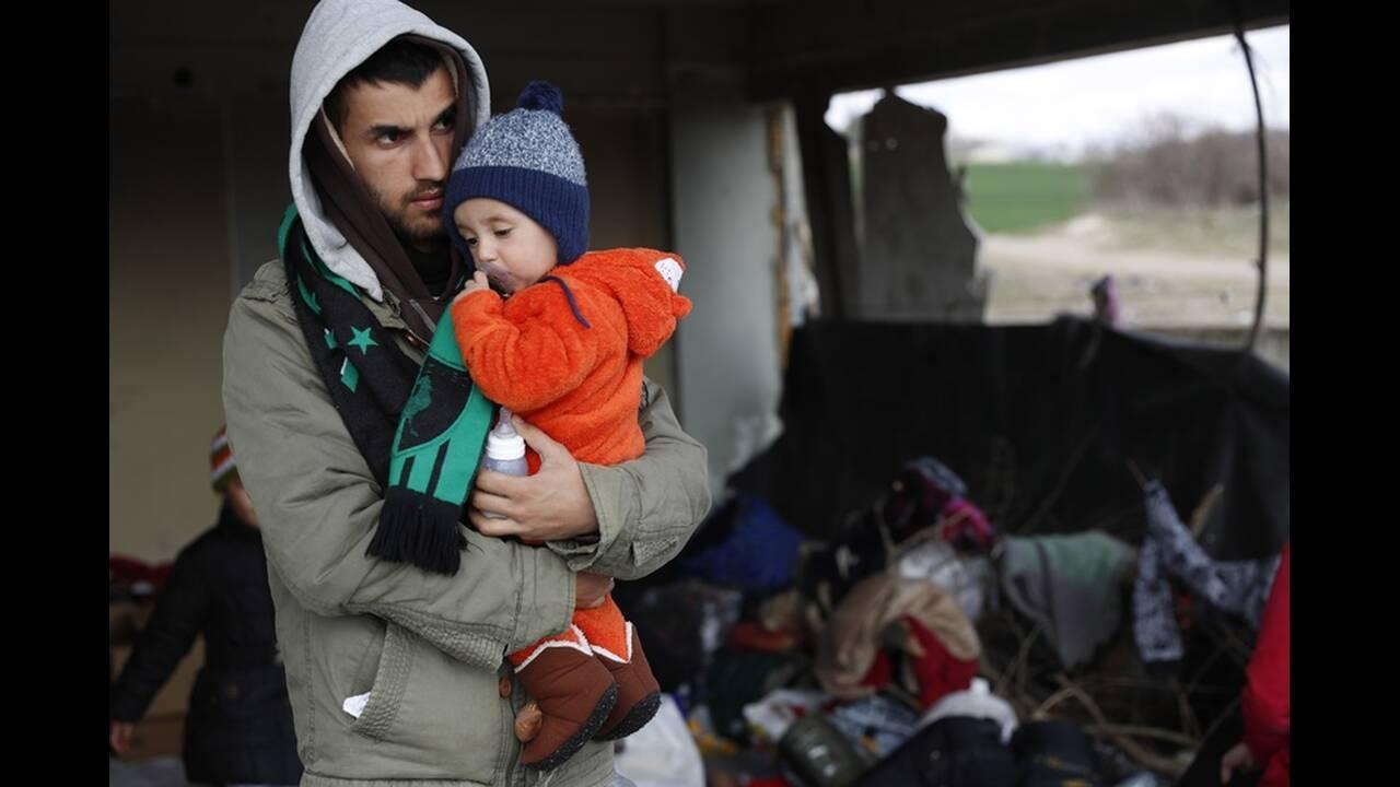 https://cdn.cnngreece.gr/media/news/2020/03/06/210303/photos/snapshot/refugees-edirne-12.jpg