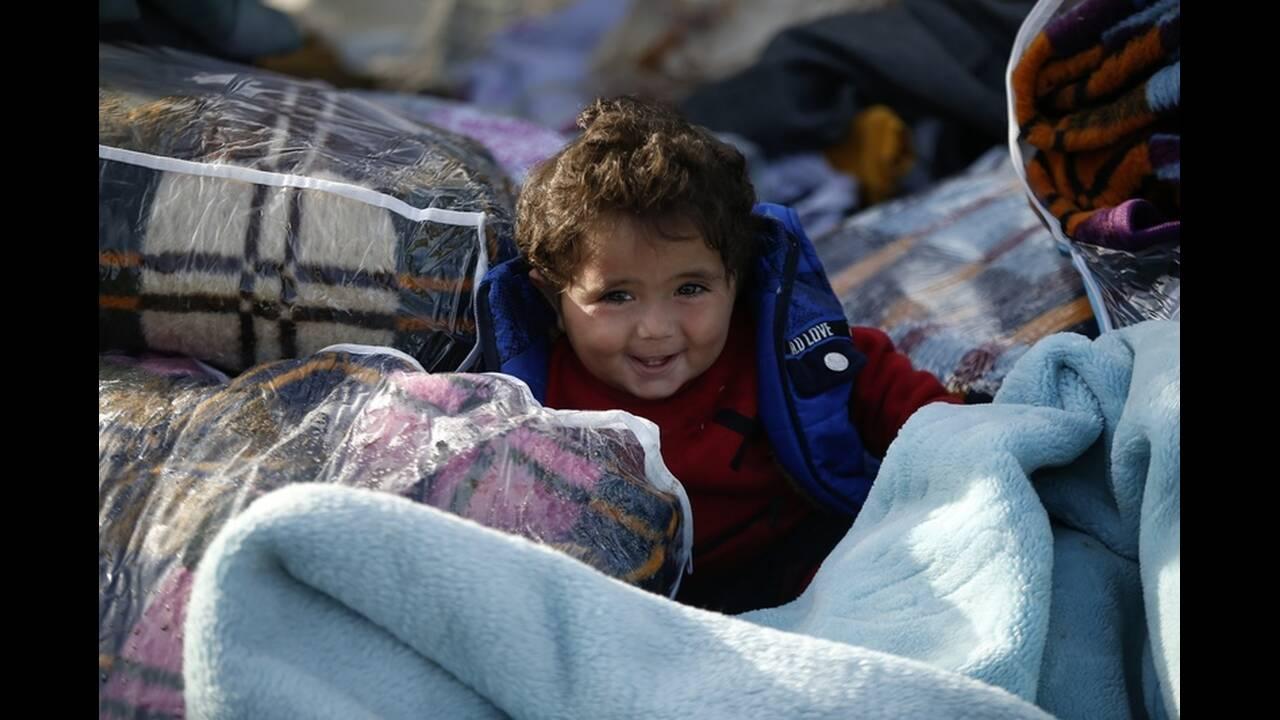 https://cdn.cnngreece.gr/media/news/2020/03/06/210303/photos/snapshot/refugees-edirne-2.jpg
