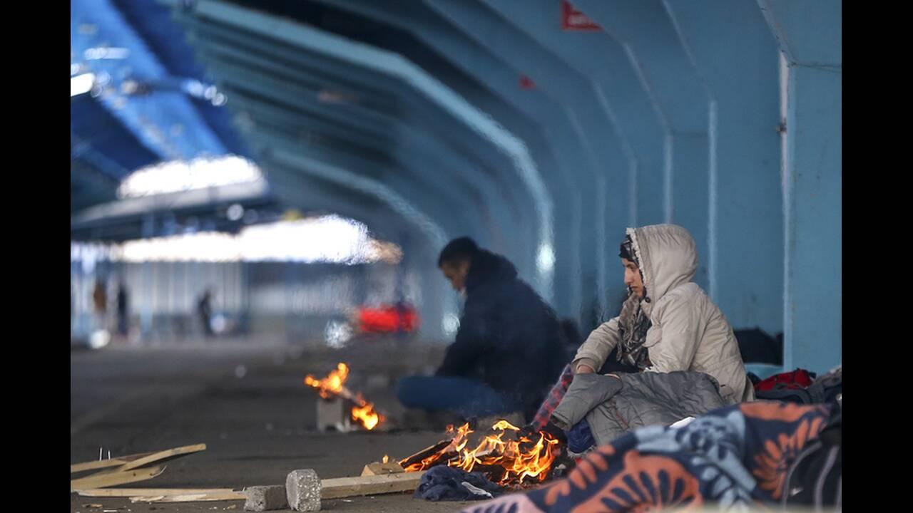 https://cdn.cnngreece.gr/media/news/2020/03/06/210303/photos/snapshot/refugees-edirne-5.jpg