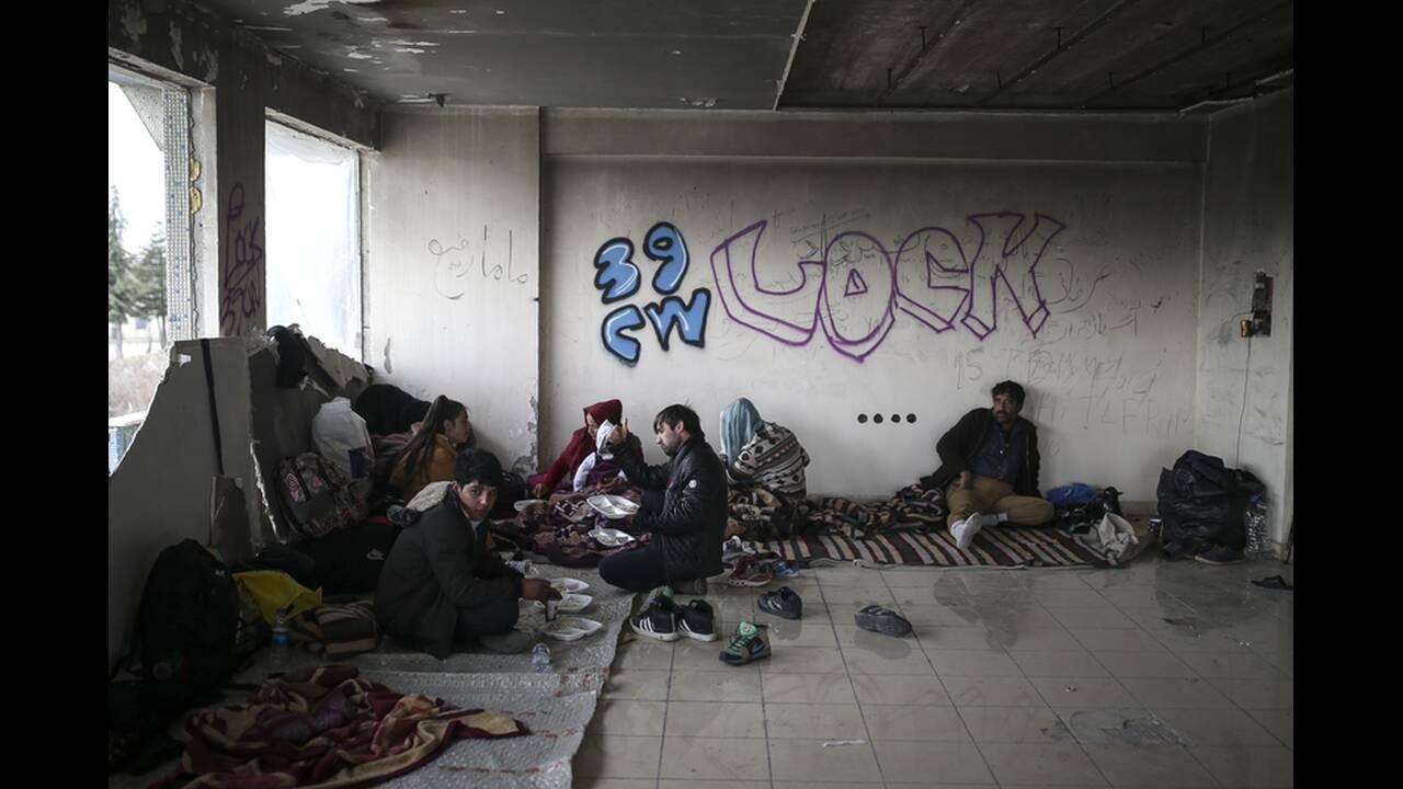 https://cdn.cnngreece.gr/media/news/2020/03/06/210303/photos/snapshot/refugees-edirne-6.jpg