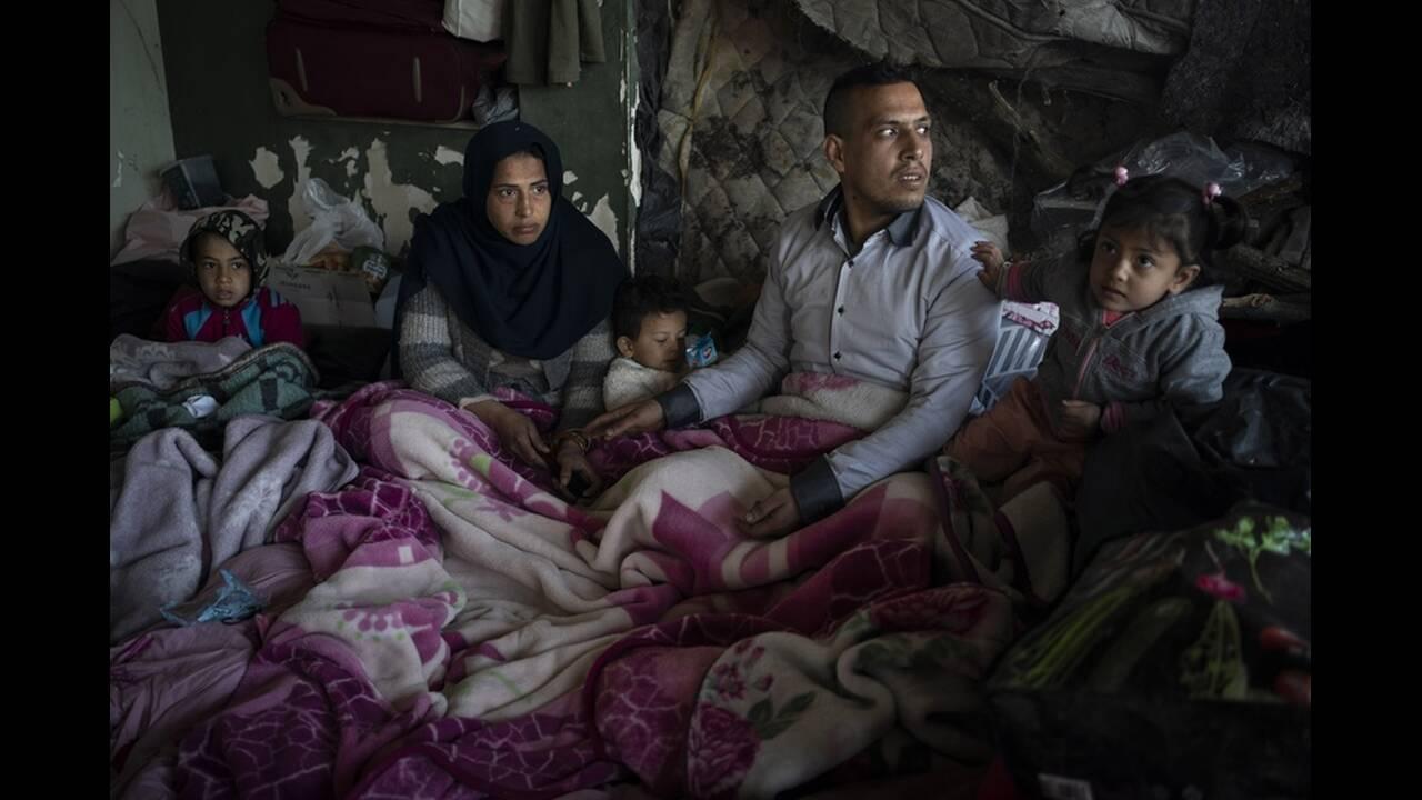 https://cdn.cnngreece.gr/media/news/2020/03/06/210303/photos/snapshot/refugees-edirne-7.jpg