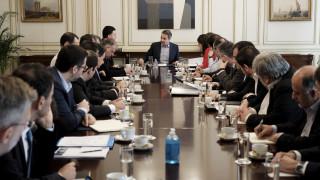 Σύσκεψη για τον κορωνοϊό στο Μαξίμου: Έρχονται νέα μέτρα για οικονομία και σχολεία