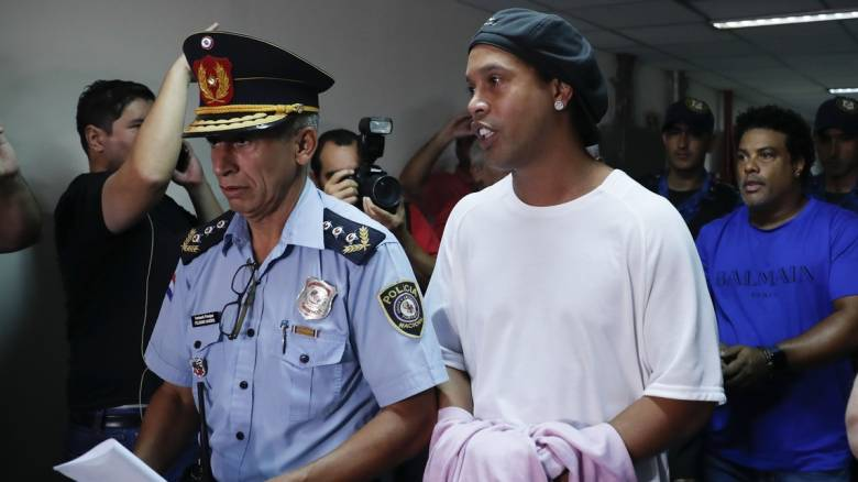 Με πλαστό διαβατήριο συνελήφθη ο Ροναλντίνιο στην Παραγουάη