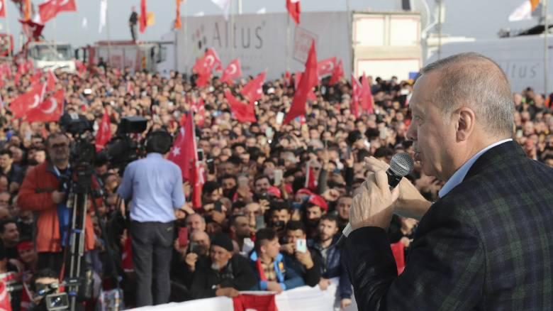 «Συμβουλή» Ερντογάν: Ας ανοίξει και η Ελλάδα τις πύλες και να απαλλαγεί