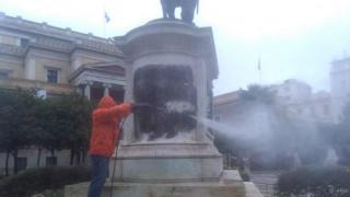 Άγνωστοι βανδάλισαν το άγαλμα του Κολοκοτρώνη στη Σταδίου