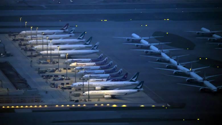 Κορωνοϊός: Χιλιάδες ακυρώσεις πτήσεων παγκοσμίως
