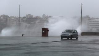 Κακοκαιρία: Πλημμύρισαν οι δρόμοι της Ραφήνας - Πού έχει διακοπεί η κυκλοφορία των οχημάτων