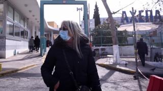 Κορωνοϊός: Καρέ - καρέ η μεταφορά υπόπτου κρούσματος στο «ΑΧΕΠΑ»