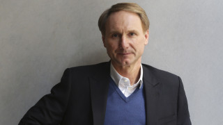 Νταν Μπράουν: Ο συγγραφέας του «Κώδικα Ντα Βίντσι» επιστρέφει με ένα διαφορετικό βιβλίο για παιδιά