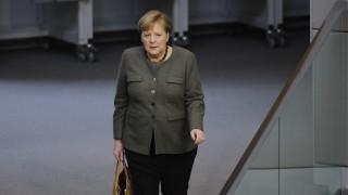 Αιφνιδιαστική συνάντηση Μέρκελ - Χαφτάρ στο Βερολίνο