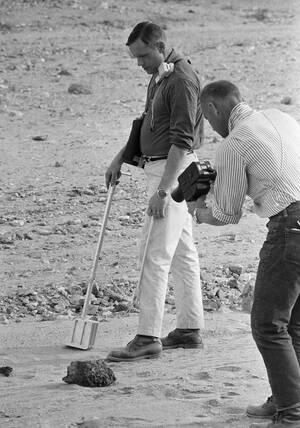 1969 Οι αστροναύτες Έντουιν Όλντριν (δεξιά) και Νιλ Άρμστρονγκ, στο Ελ Πάσο του Τέξας, προετοιμάζονται για την πτήση στο διάστημα που θα φέρει για πρώτη φορά ανθρώπους στην επιφάνεια της Σελήνης.