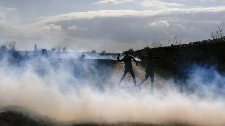 Νέος γύρος έντασης στον Έβρο: Μολότοφ και φωτιές κοντά στον φράχτη