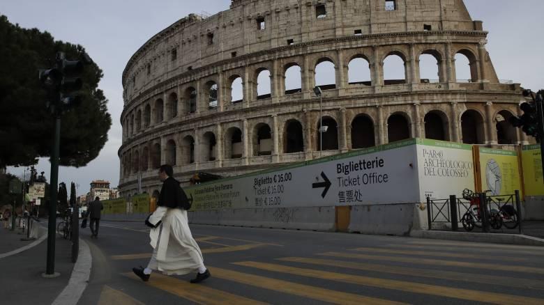 Κορωνοϊός -Καραντίνες, απαγόρευση συναθροίσεων, κλειστά σχολεία: Η Ευρώπη παίρνει μέτρα κατά του ιού