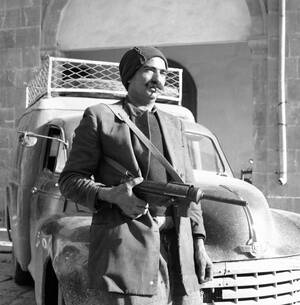 1959 Η Κυπριακή Οργάνωση ΕΟΚΑ ξεκίνησε να παραδίδει τα όπλα της, σε όλη την Κύπρο. Μέχρι το βράδυ είχαν παραδοθεί 613 τουφέκια και ημιαυτόματα όπλα, 17.000 δεσμίδες πυρομαχικών, 2.000 βόμβες και ένας τόνος εκρηκτικών.